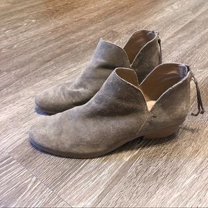 Kenneth Cole Reaction | 7.5 | booties | light tan